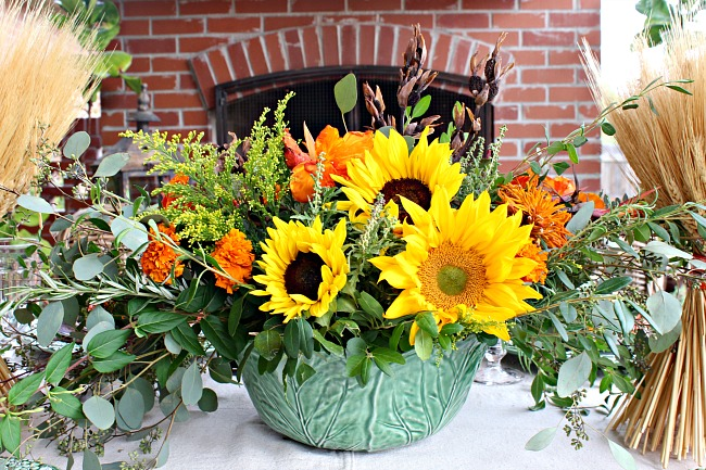 how to arrange flowers, thanksgiving flower arrangement, sunflowers, flower tips and tricks