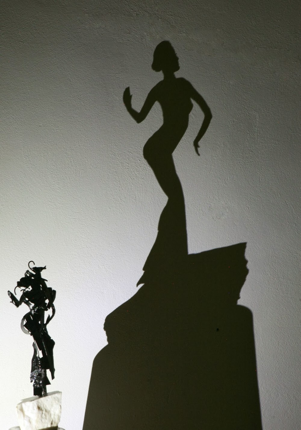 12-Posing-Teodosio-Sectio-Aurea-Shadow-Art-www-designstack-co