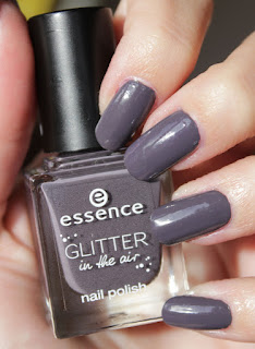 http://lacquediction.blogspot.de/2016/12/essence-glitter-in-air-nail-polish-01.html