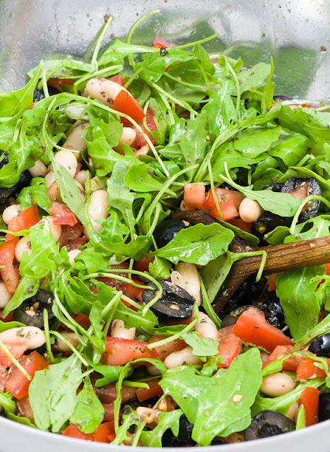 Paradižnik, olive, rukola in bel fižol