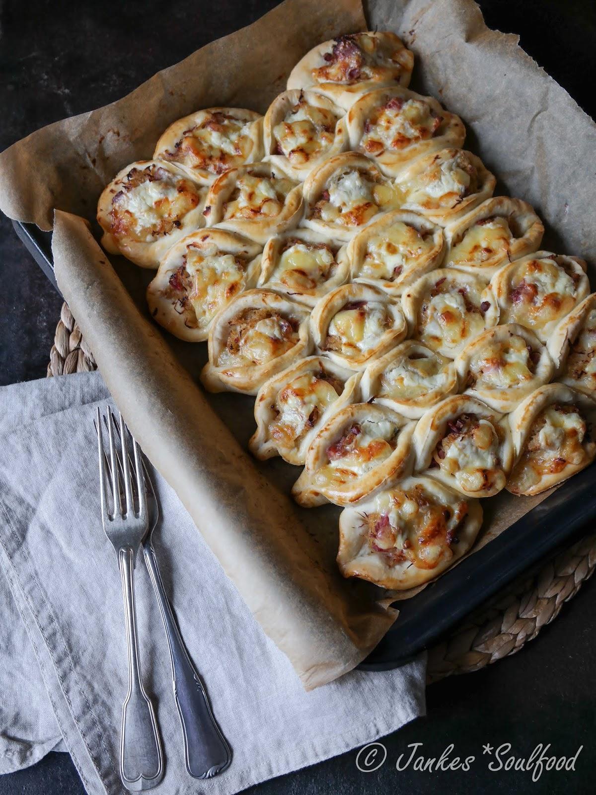 Wabenkuchen mit Sauerkraut und Rippchen