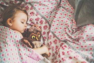 Να φιλάς τα παιδιά σου τα βράδια. Ακόμα κι αν κοιμούνται