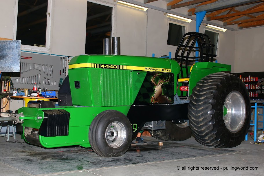 Tractor Pulling Tractor : Tractor pulling news pullingworld the new midnight