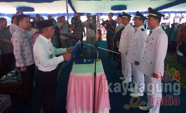 H.Iskandar, SE Lantik Tiga Kades di Pedamaran