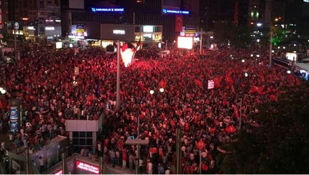 Ribuan Protes Kudeta Di Turki