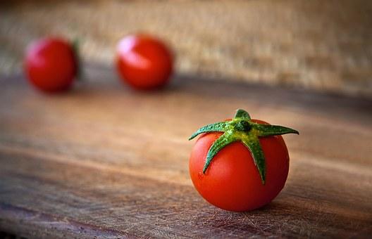 5 Manfaat Buah Tomat yang Bisa Didapatkan Jika Rajin Mengkonsumsinya