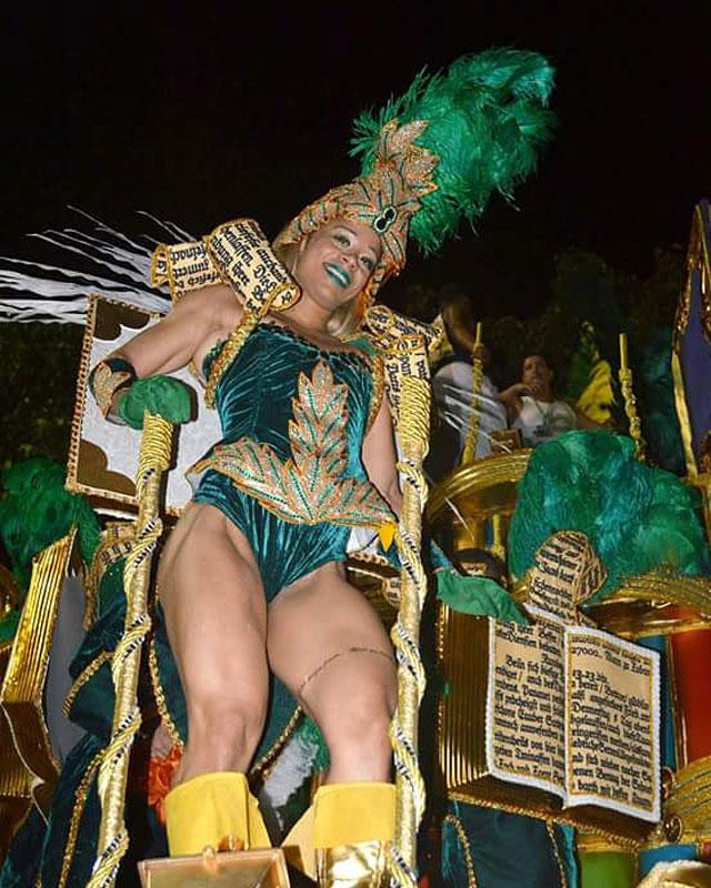 Fisiculturista Janaina Lomeu desfilou como destaque da Mocidade. Foto: Arquivo pessoal