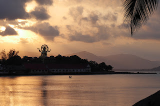 Splendida vista del Big Buddha dall'hotel Tango Luxe al tramonto