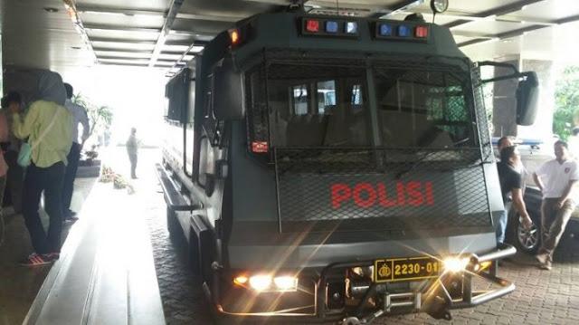 Belasan Jaksa Langsung Diangkut Mobil Taktis Resmob Polda Usai Bacakan Tuntutan Ahok