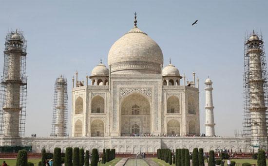 Pandangan umum Taj Mahal sebelum kunjungan Pangeran William dan Catherine, Duchess of Cambridge, pada 16 April 2016, di Agra, India. Upaya restorasi untuk monumen telah berjalan lambat selama bertahun-tahun. CHRIS JACKSON / GAMBAR DAPATKAN