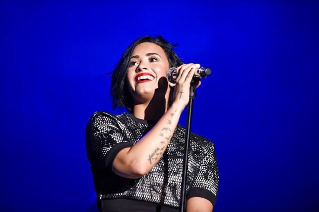 """Demi Lovato canta """"Stone Cold"""" en el show de Ellen DeGeneres"""