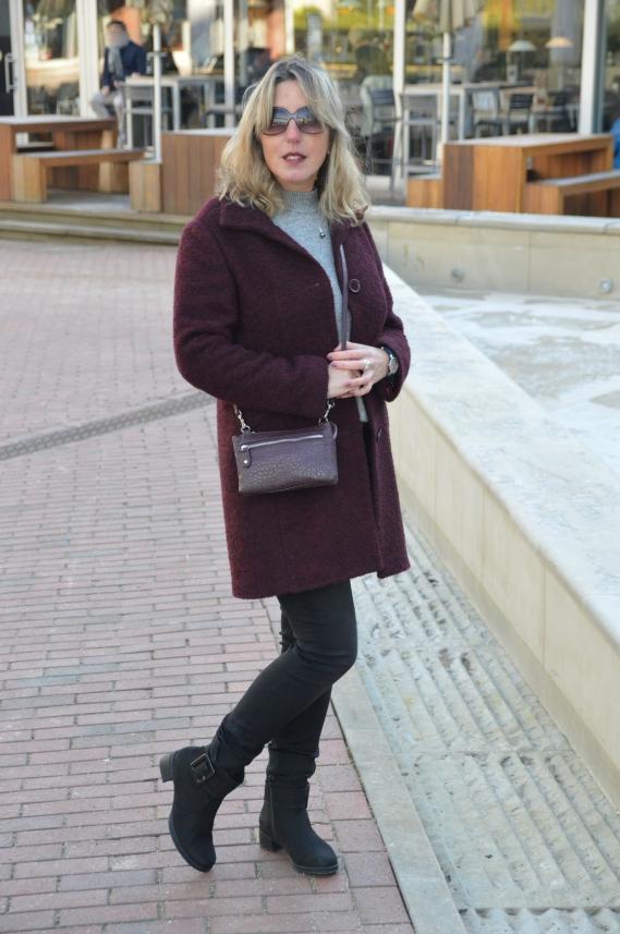 Bei Diesem Outfit Kombinierte Ich Die Farben Grau, Schwarz Und Bordeaux  Miteinander. Meinen Grauen Pullover Mit Den Perlen Stellte Ich Euch Vor  Kurzem Unter ...
