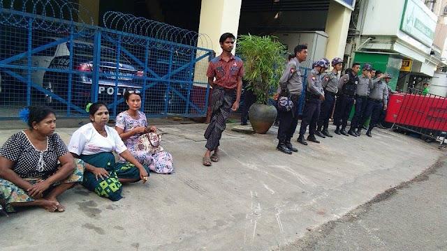 ေကဇြန္ေႏြး (Myanmar Now) ● တပ္ေခါင္းေဆာင္မ်ား ႏိုင္ငံတကာခံု႐ုံတင္ေရး ေတာင္းဆိုဆႏၵျပသူ ဖမ္းဆီးခံရ