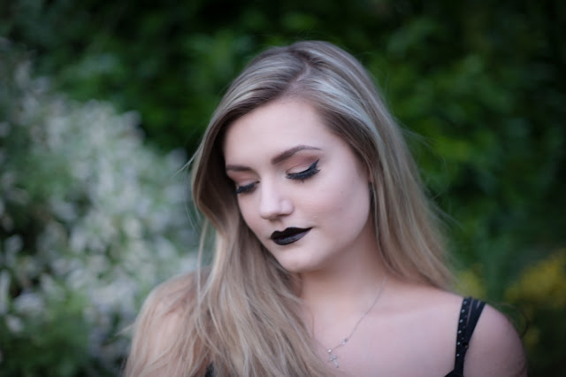 Warm eyeshadow look with black lipstick