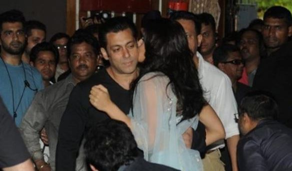 Salman Khan and Jacquline Fernandez Spotted Kissing in public