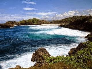 Pantai Watukarung Pacitan Surga Surfing Pulau Jawa