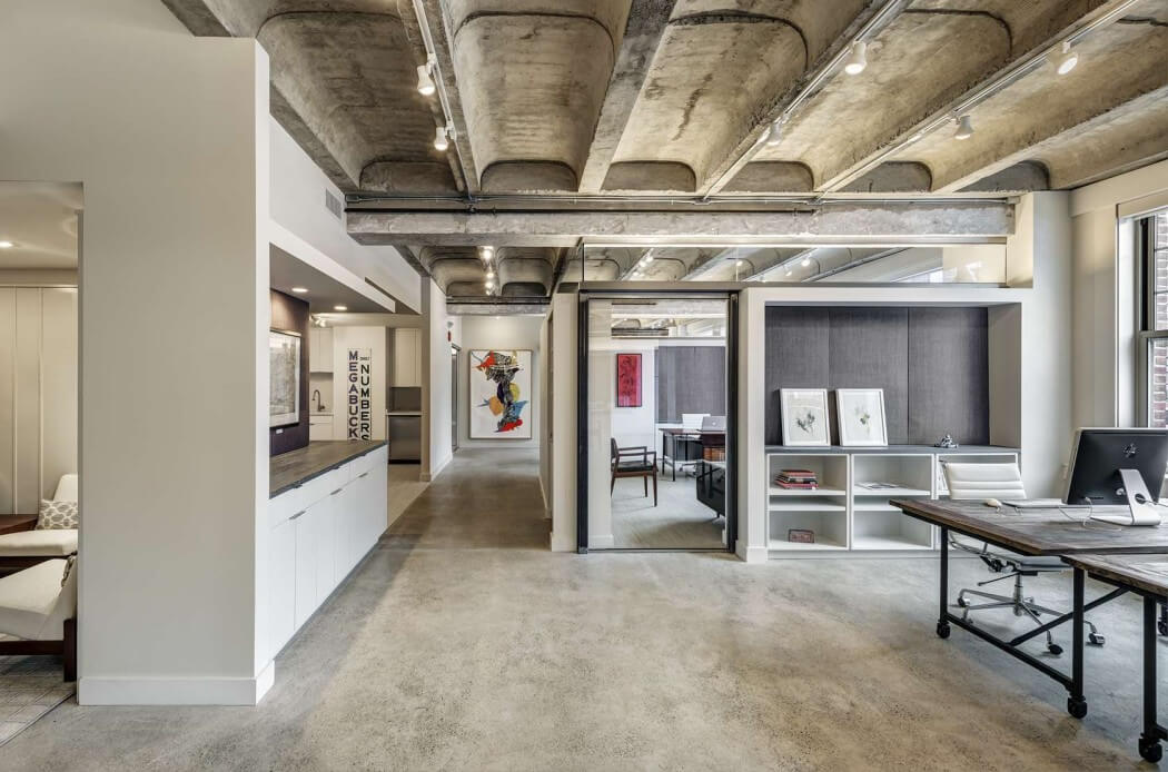Decoraci n de oficina industrial con toques modernos en boston for Imagenes de fachadas de oficinas modernas