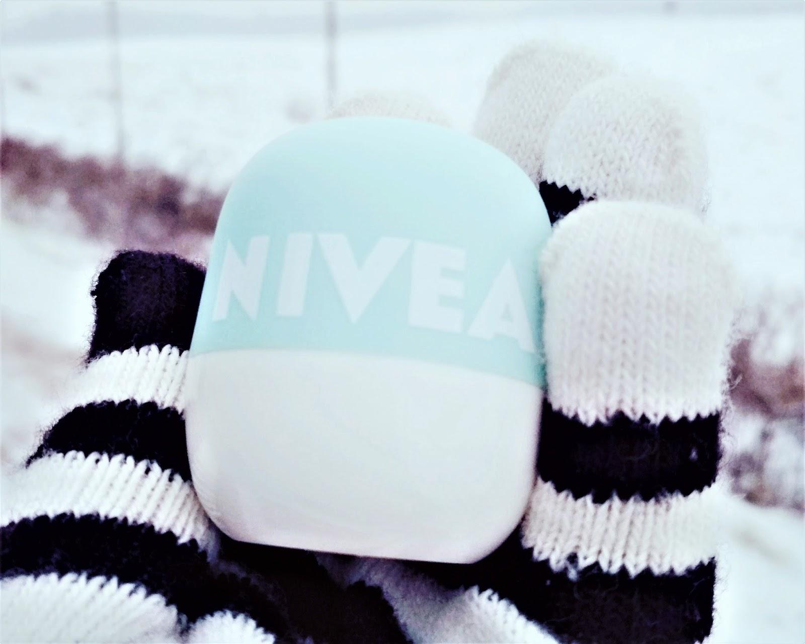 pielęgnacja, pielęgnacja ust, NIVEA, NIVEA pop ball, Pielęgnujący balsam do ust w kulce Orzeźwiająca Mięta, recenzja, ulubieniec, przyjaciólki NIVEA, blogerka kosmetyczna, blog kosmetyczny, blog urodowy, blog lifestylowy