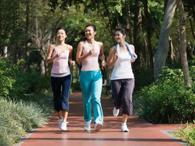 Jogging atau lari kecil adalah olahraga yang cocok untuk wanita