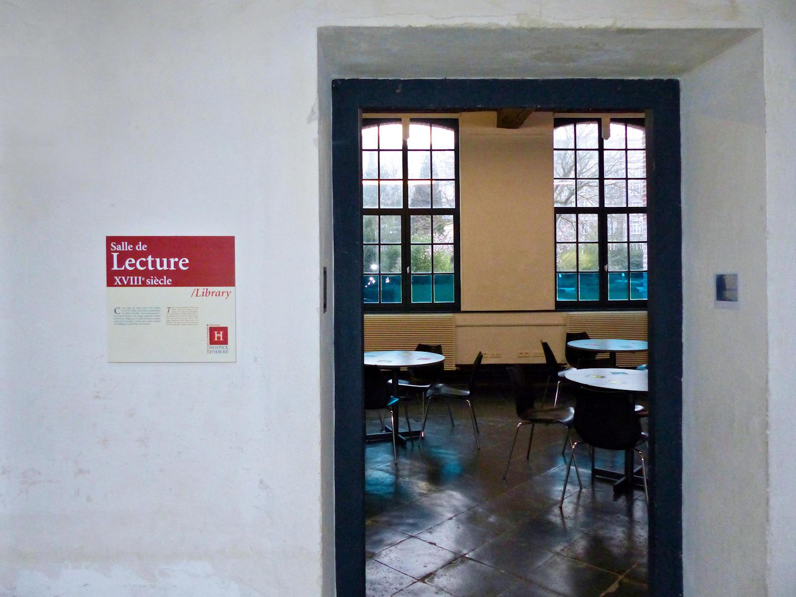 L'entrée de la salle de lecture du cloître
