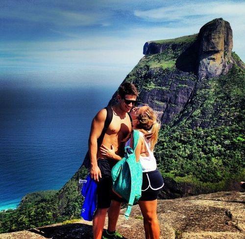 4b8efad194a8 10 Reasons Why Hiking is Always a Good Date Idea - Modern Wife Life