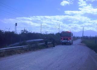 Άμεση επέμβαση της Πυροσβεστικής Υπηρεσίας Κατερίνης, για την κατάσβεση φωτιάς δίπλα στις σιδηροδρομικές γραμμές του Κορινού