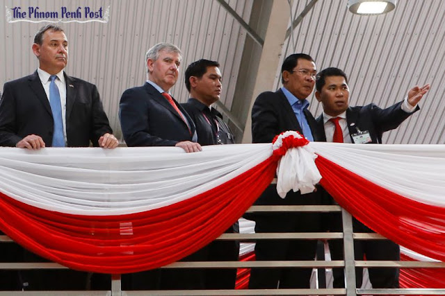 US Ambassador William Heidt (left) and Prime Minister Hun Sen (second right) at the opening of a factory in Phnom Penh this week. Pha Lina