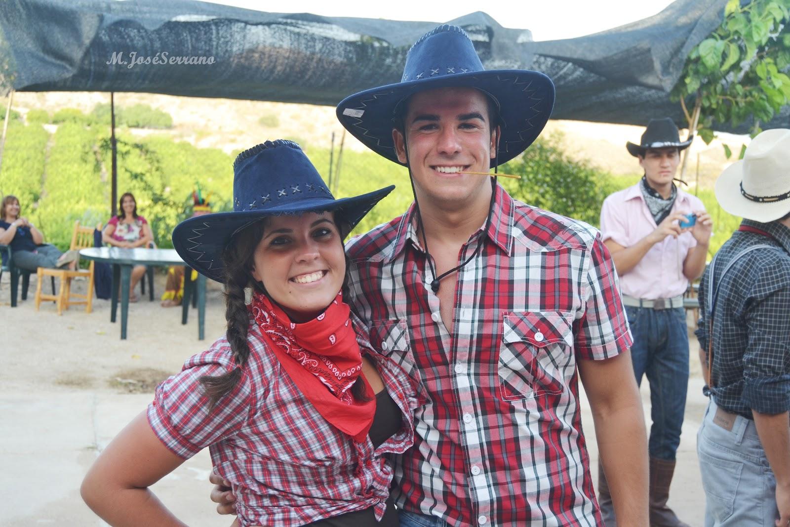 23893de400635 Disfraz de vaquera para mujer Disfraz de vaquero para hombre