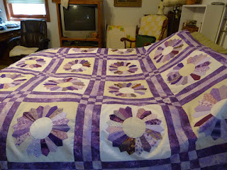 CHQuilts: purple Dresden Plate quilt