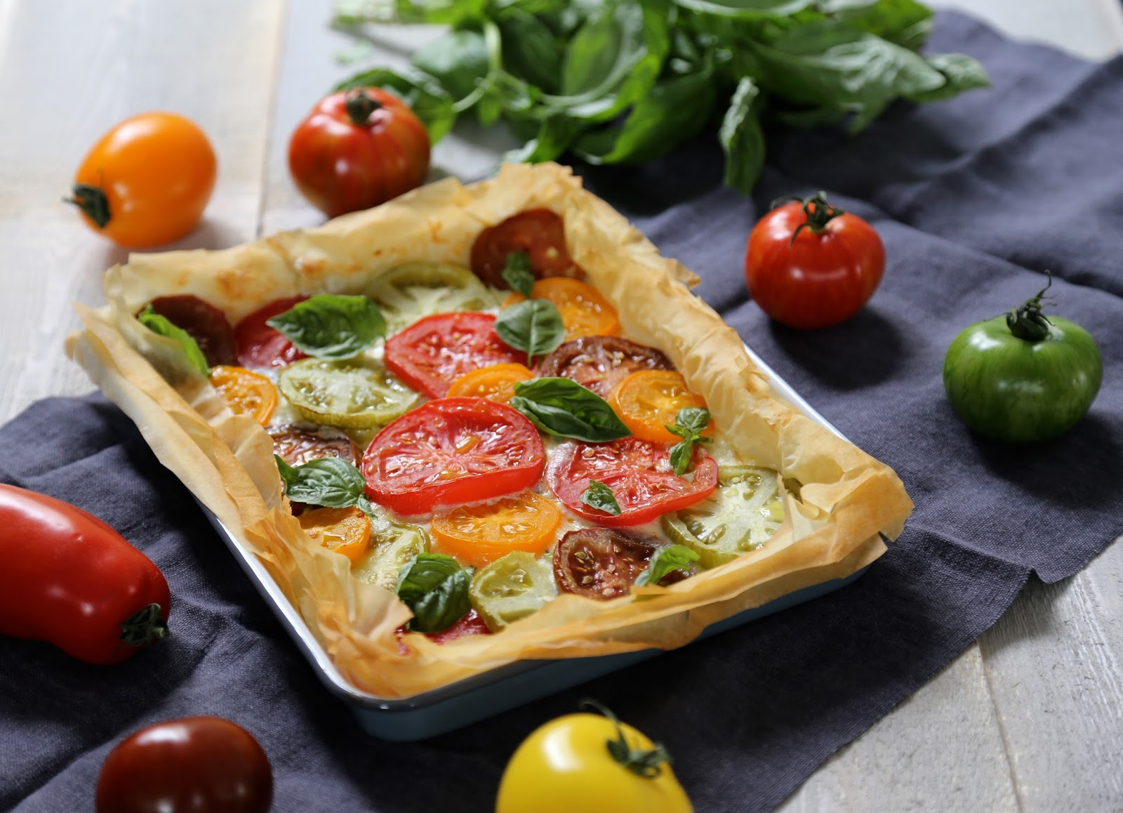 on dine chez nanou tarte facile croustillante au ch vre et aux tomates multicolores. Black Bedroom Furniture Sets. Home Design Ideas