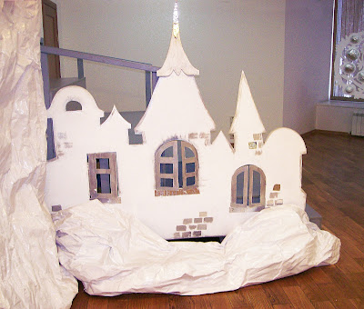 """Выставка авторской куклы в Самаре """"Куклы. Эмоции. Чувства."""", под самым потолком - Алиса, которая так любит приключения"""