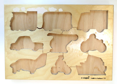 Base for wooden kids' puzzle
