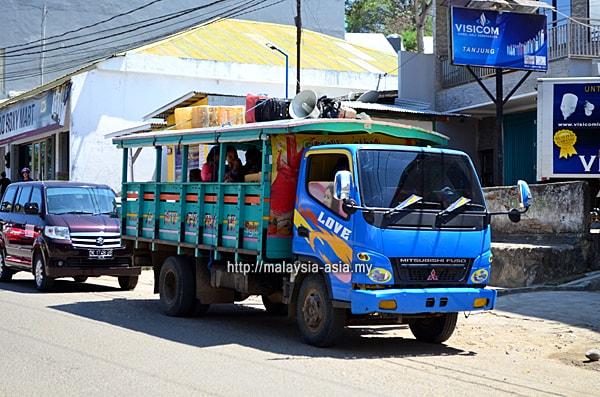 Truck Kayu Labuan Bajo