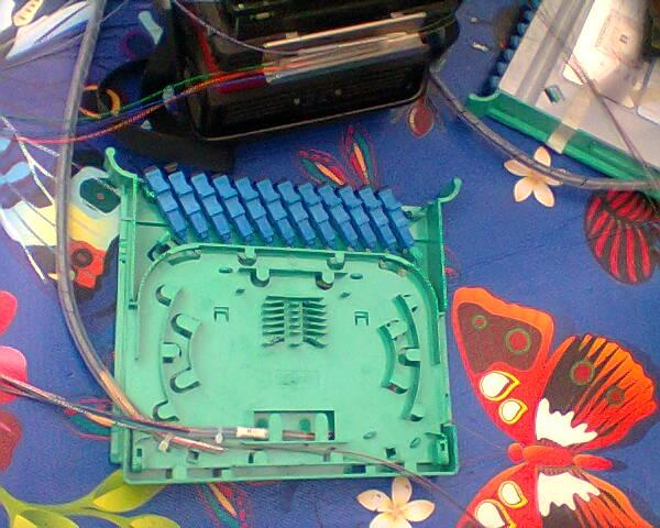 Menyambungkan Kabel Fiber Optik Pada Kotak ODP - Gateway Ilmu