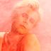 """Maior artista pop viva, Robyn já revelou a capa, tracklist e faixa-título do hinário """"Honey"""""""