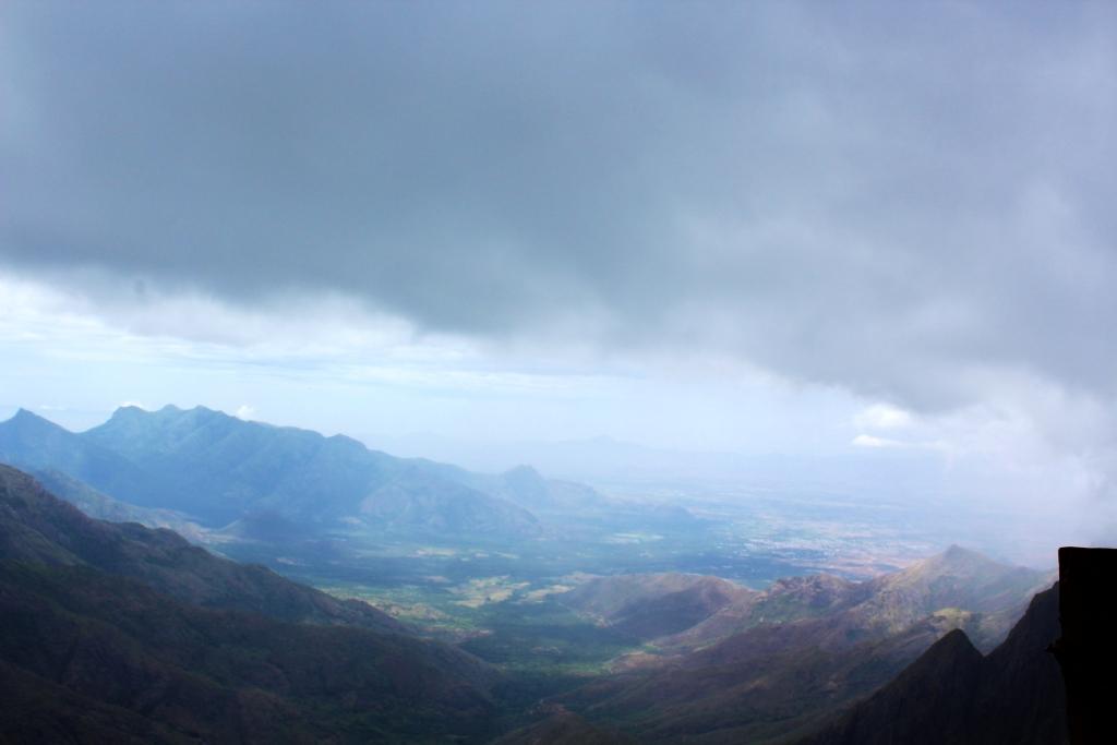 Kolukkumalai viewpoint   Munnar in Monsoon