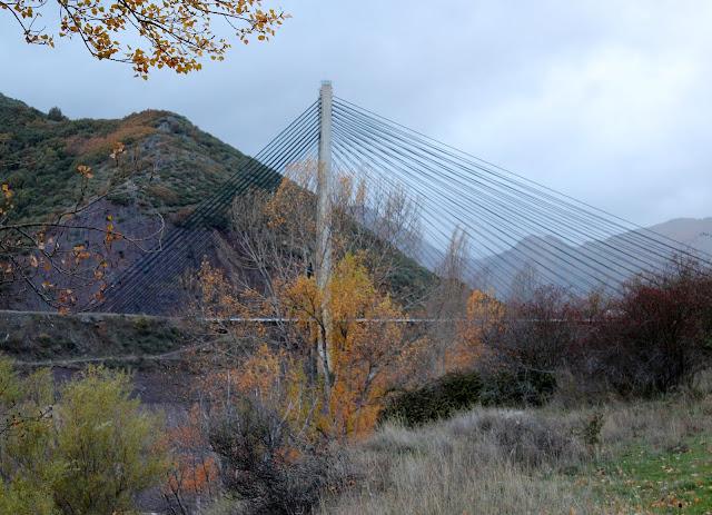 Puente ingeniero Carlos Fermnández Casado en el embalse de los Barrios de Luna. Comarca de Luna, León