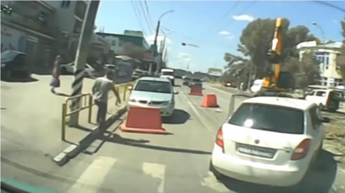 Briga de trânsito engraçada na Rússia