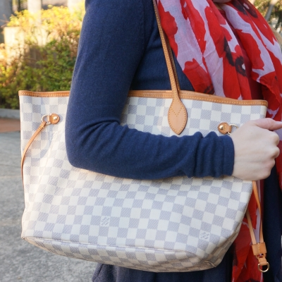 Louis Vuitton MM damier azur neverfull worn on arm | away from the blue