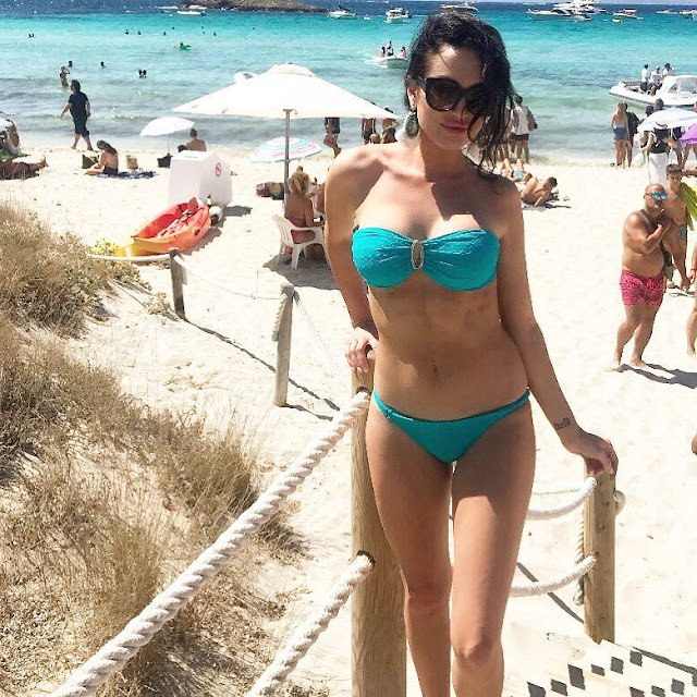 Hot Bikini Pictures Australian model Lucinda Nicholas