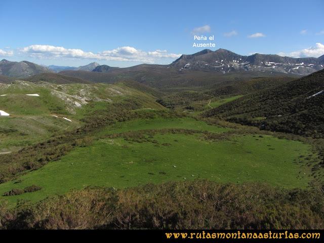 Ruta Les Rapaines, Lago Ubales, Cascayón: Vista del Pico Ausente