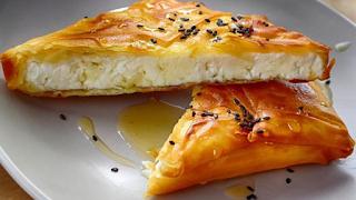 Φέτα σαγανάκι σε φύλλο κρούστας με μέλι: Όλο το φάσμα της γεύσης σε μία μπουκιά