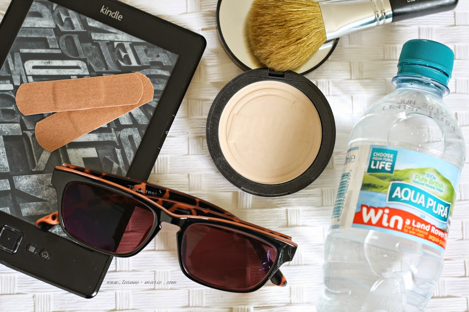 SUMMER HANDBAG ESSENTIALS