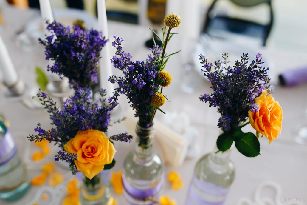 Svētku galda noformējums lavandas