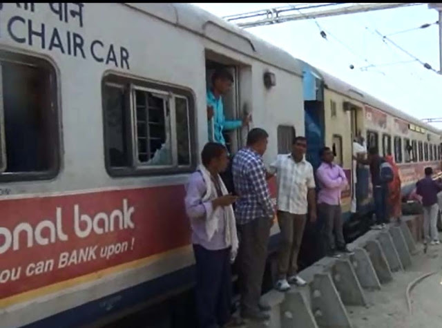 Dalit society stopped the centenary train, many passengers injured, place in the city - arson in place, 50 policemen injured