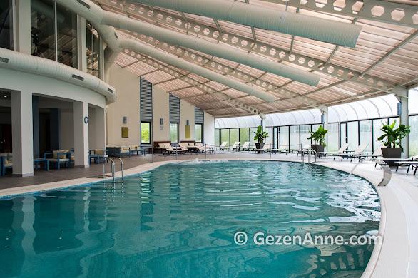 Ramada Güre Kazdağları otelin kapalı termal havuzu, Tarçın SPA