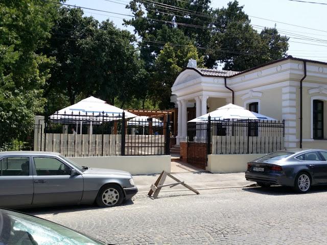 vedere din fata restaurantului Il Villagio de langa parcul Gradina Icoanei