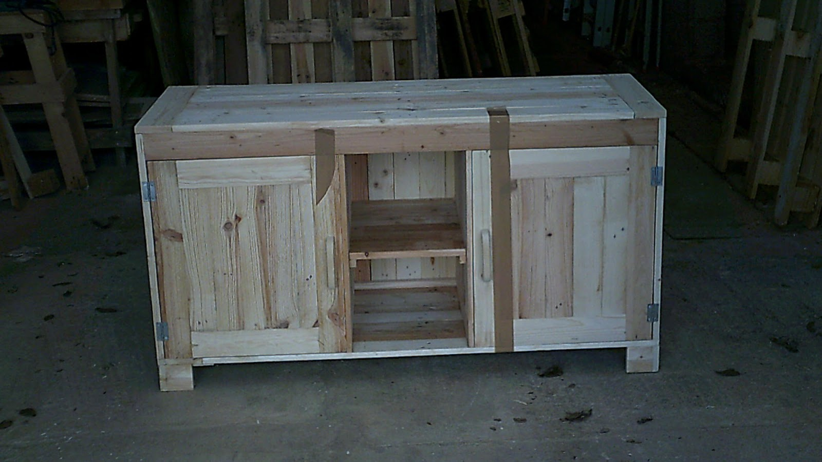 Fabrication de meuble en bois avec des palette en bois for Fabrication meuble bois