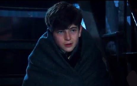 Gotham pilot Bruce Wayne parents murdererd wrapped in blanket photos David Mazouz screencaps