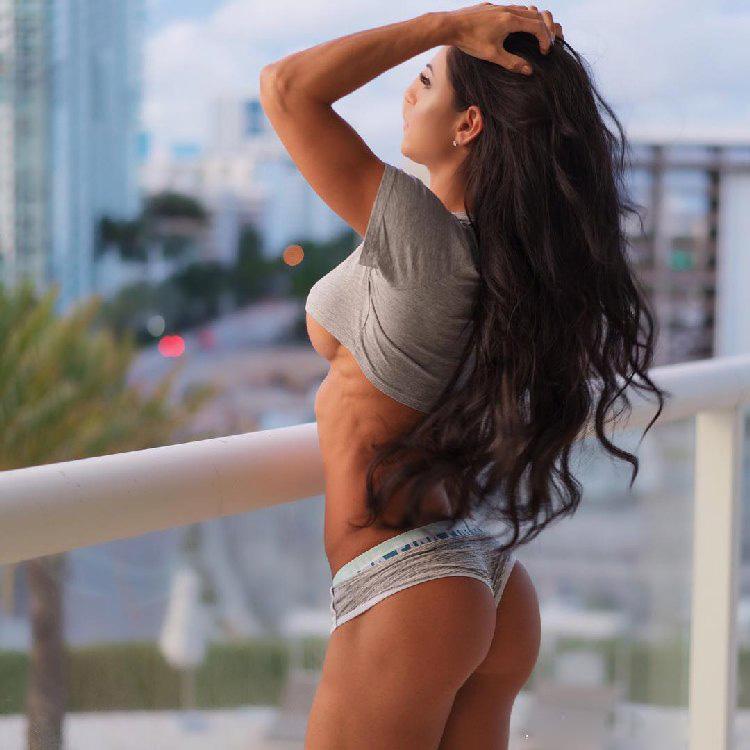 Hot fitness bikini Anita Herbert